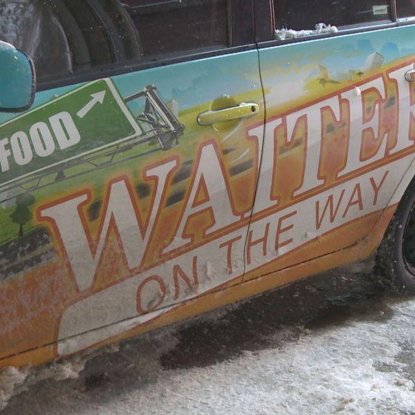 WAITER ON THE WAY_80622