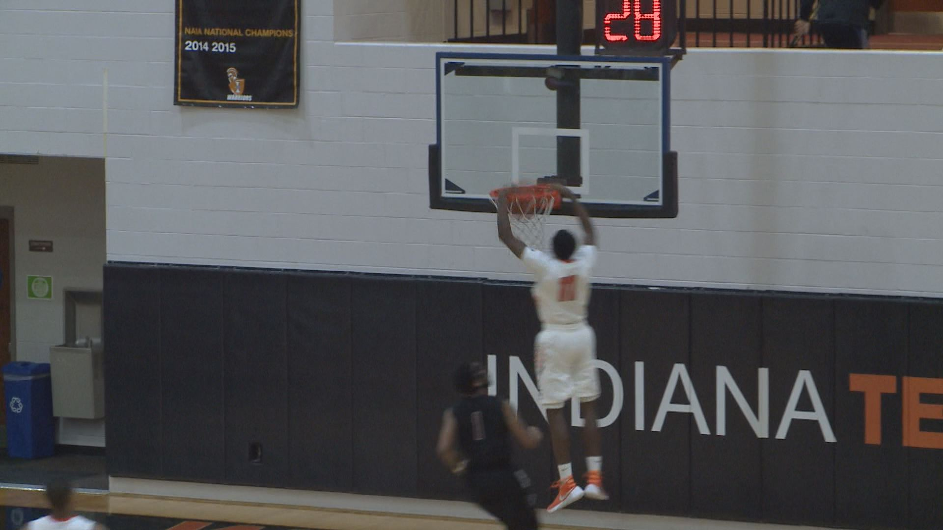 Indiana Tech Walls dunk_158678