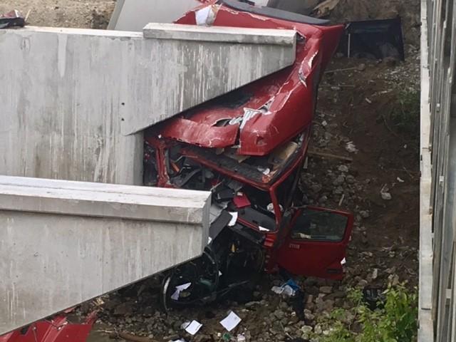 Semi crash on I-69_258408