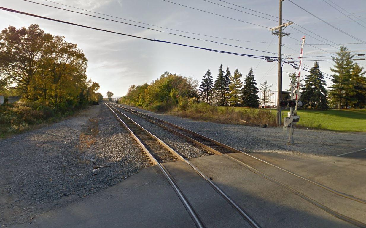 Hadley Road railroad crossing_288549