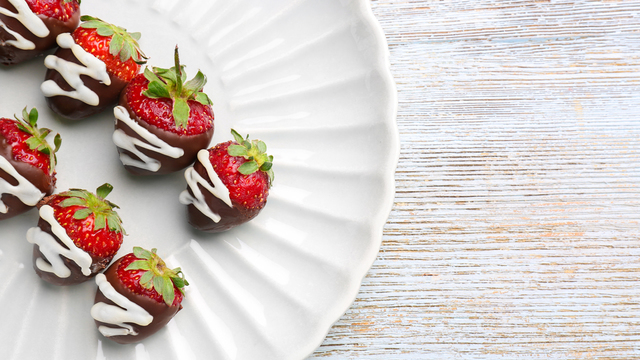 chocolate-covered-strawberries-recipes_1516397866083_334839_ver1-0_32155425_ver1-0_640_360_308433