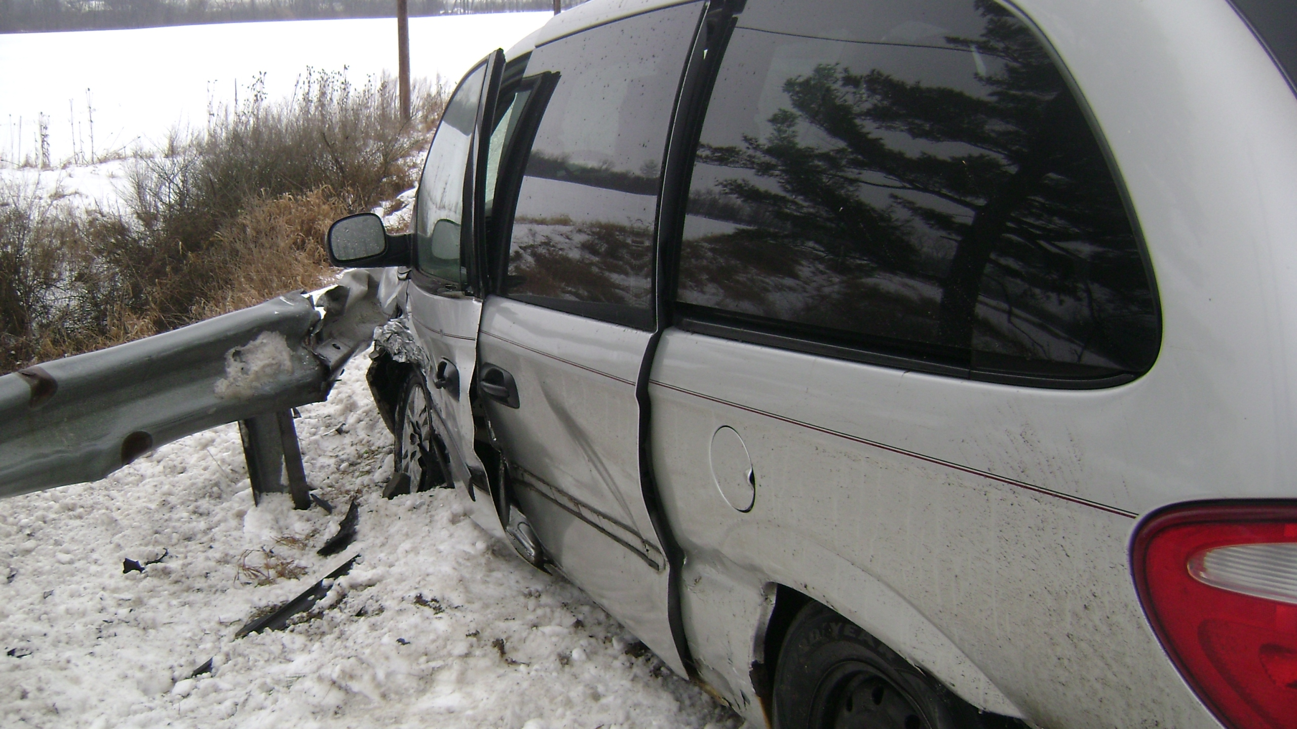 DeKalb 427 66 minivan crash_306024