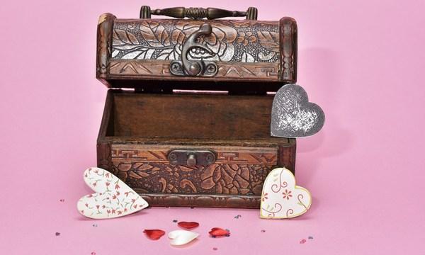 treasure-hunt-valentines-day-gift_1517261660650_337717_ver1-0_32896335_ver1-0_640_360_310403