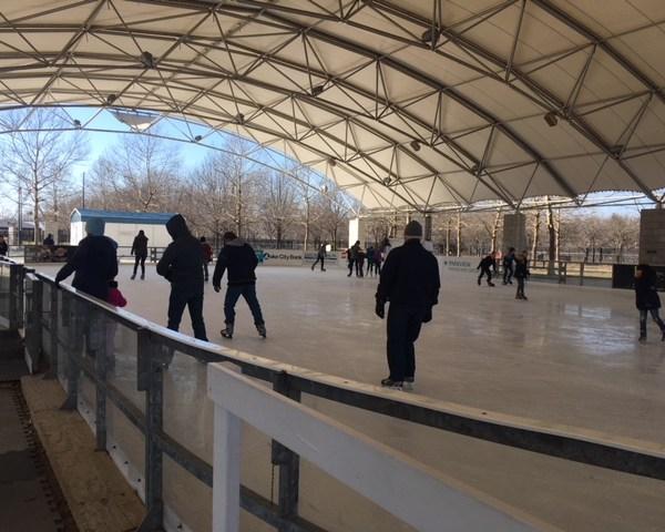 ice skating_318907