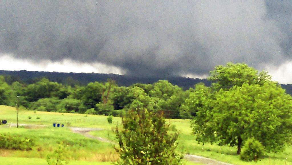 Late Tornadoes Oklahoma_1524917627905
