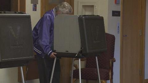 emanuel-voting-machine_219151