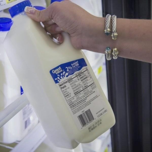 Walmart_Great_Value_milk_expiration_0_20180806211618