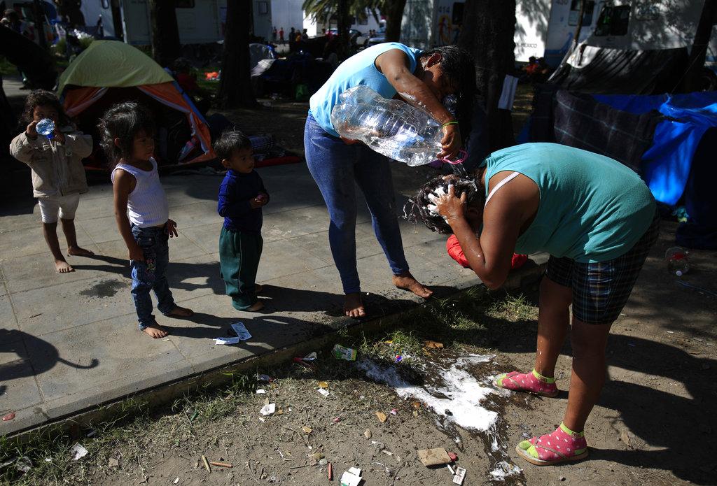 Central America Migrant Caravan_1541864134038