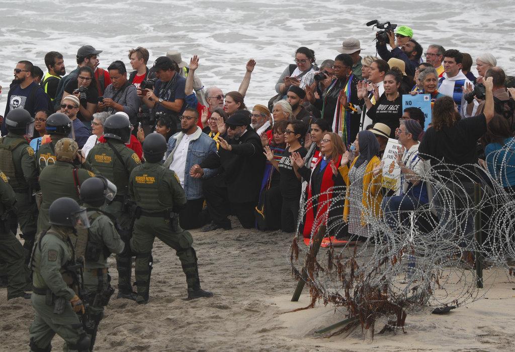 Central American Migrant Caravan_1544703911924