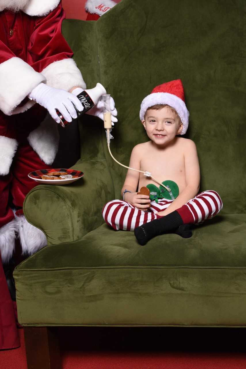 Fort Wayne Christmas Events 2020 Mall Santa spreads Christmas cheer with special photo