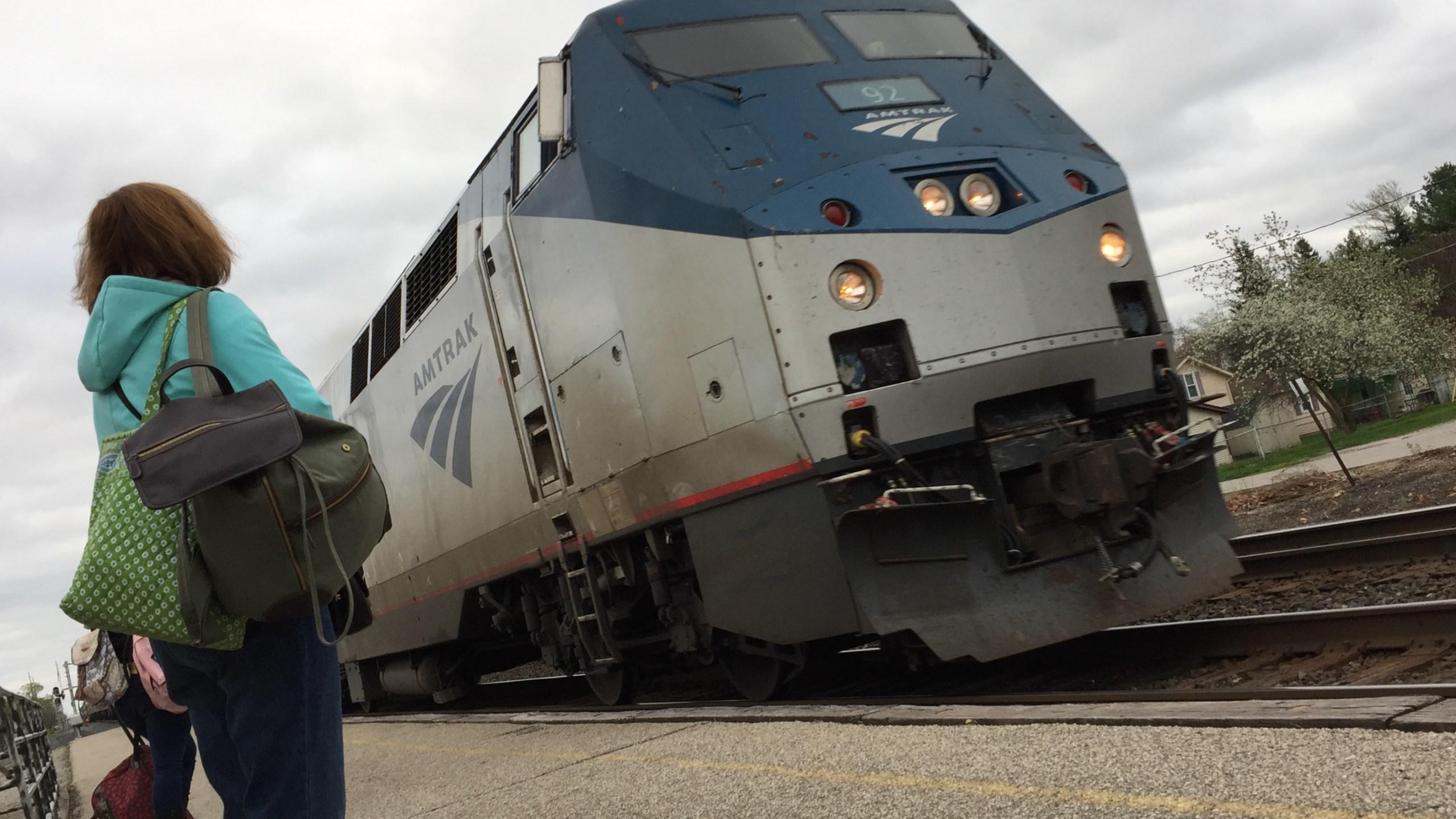 Amtrak train_256463