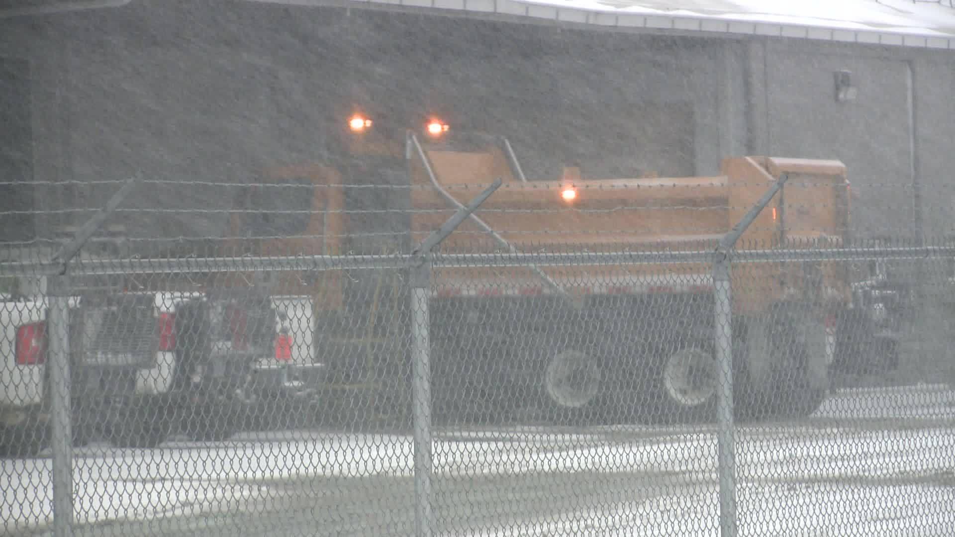 First_major_snowfall_keeps_crews_busy_0_20190113033231