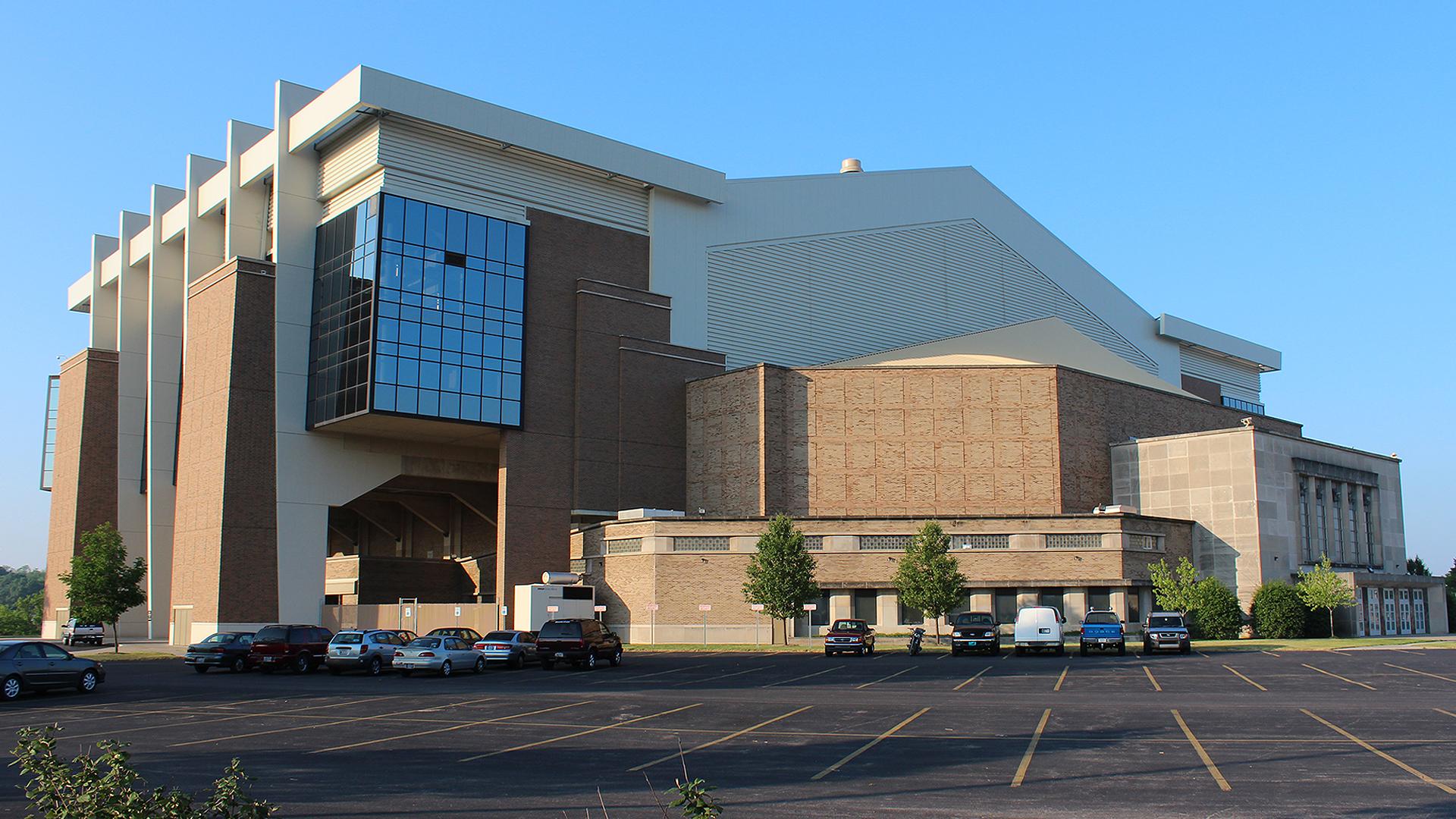 Memorial Coliseum_From North_1542320008736.jpg.jpg