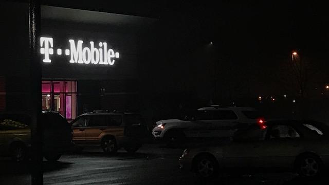 t-mobile robbery_1544759214237.jpg.jpg