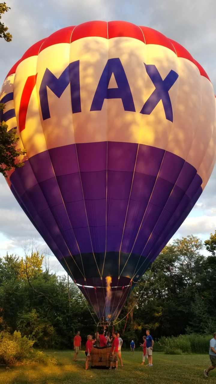 hot air balloon in back yard pic_1531968471136.jpg.jpg
