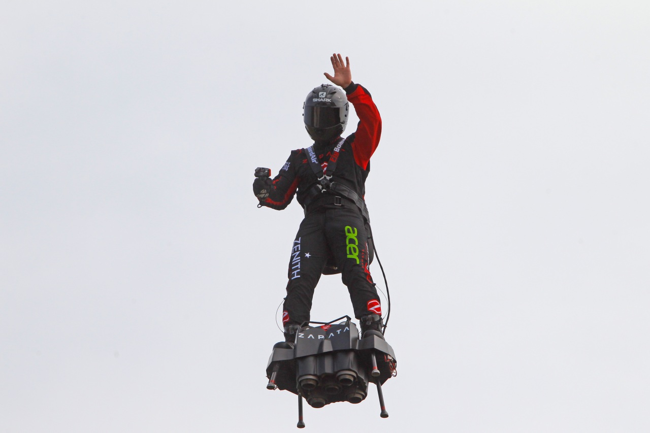 inventor tries  and fails  to cross channel on flyboard