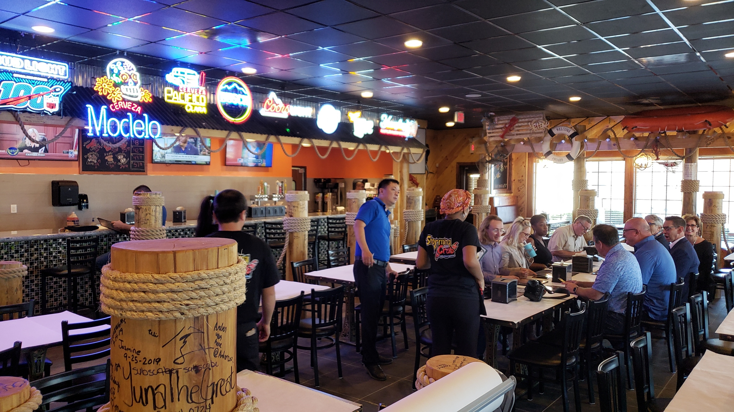 New Seafood Restaurant Celebrates Opening With Ribbon