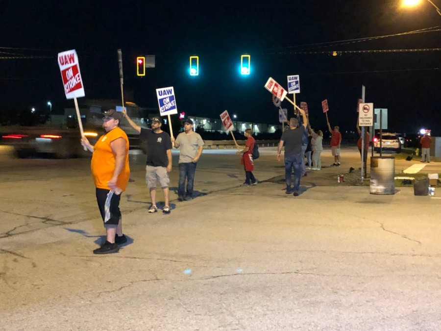 Striking UAW workers