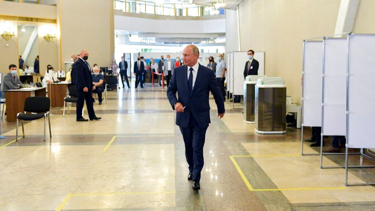 Russian voters agree to let Putin seek 2 more terms | WANE 15