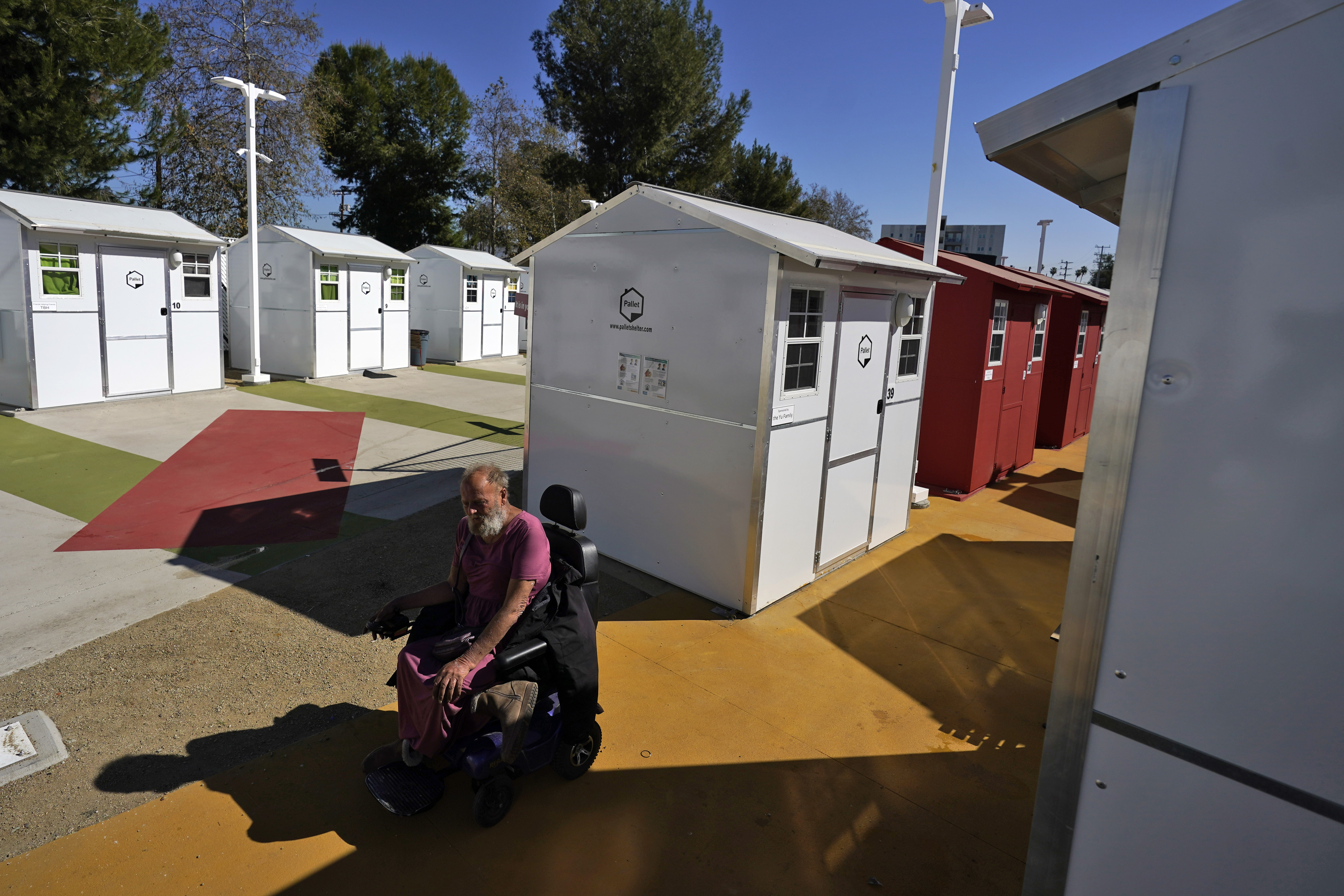 La Opens Its First Tiny Home Village To Ease Homeless Crisis Wane 15